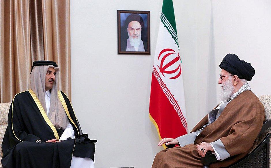 Ali Khamenei com o Sheikh Tamim bin Hamad, do Catar