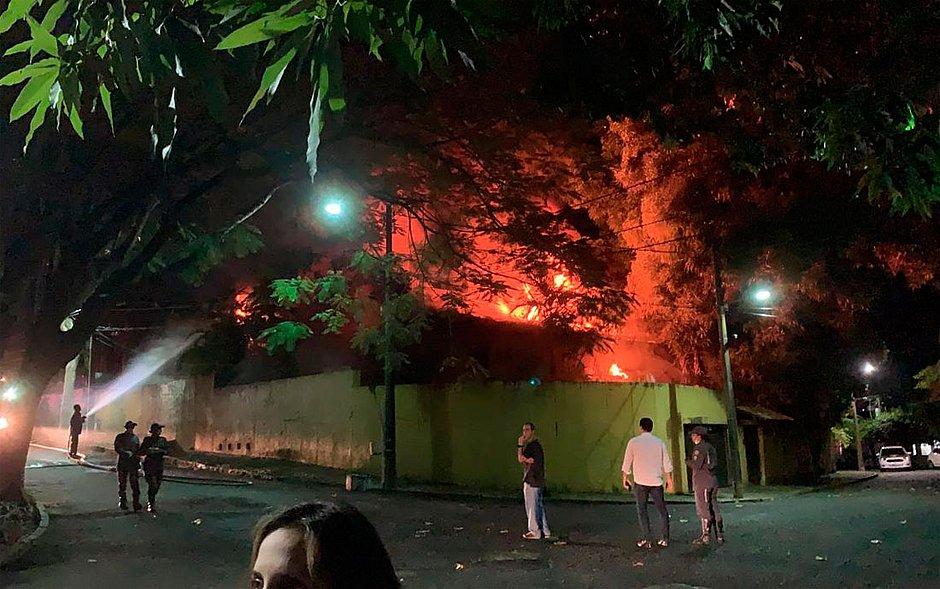 Incêndio atinge casa no Horto e assusta moradores