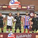 Jogadores da dupla Ba-Vi e também comissão de arbitragem exibe braço antes da bola rolar em Pituaçu
