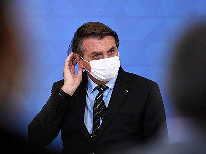 Bolsonaro volta a defender voto impresso: 'Só na fraude o nove dedos volta'
