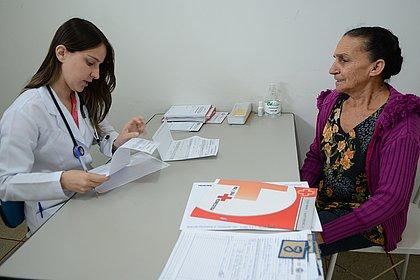 Mais Médicos: 70% dos brasileiros aprovam saída dos cubanos do programa