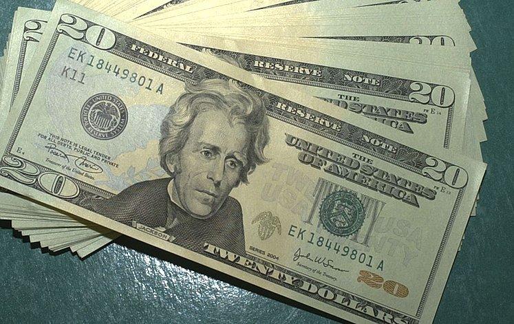 dólar caiu