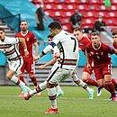 Cristiano Ronaldo em cobrança de pênalti na vitória de Portugal sobre a Hungria na Eurocopa