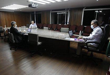 Com UTIs cheias, aulas presenciais seguem suspensas na Bahia
