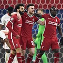 Salah, Diogo Jota e Mané, do Liverpool: classificação para as quartas da Champions