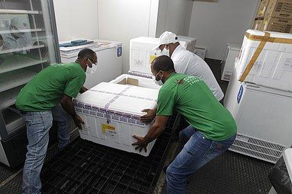 Bahia recebe novo lote com mais de 336 mil doses da vacina contra covid