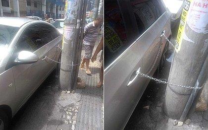 Homem acorrenta veículo a poste até chegada da Transalvador