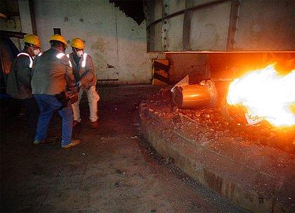 Meia tonelada de cocaína encontrada em laboratório é incinerada na Bahia