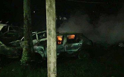 Cruz das Almas: incêndio em área externa de delegacia destrói 40 carros