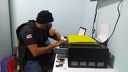 Três são presos por posse de pornografia infantil em operação na Bahia