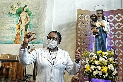 Enfermeira baiana que pegou covid-19 antes de 2ª dose da vacina está recuperada
