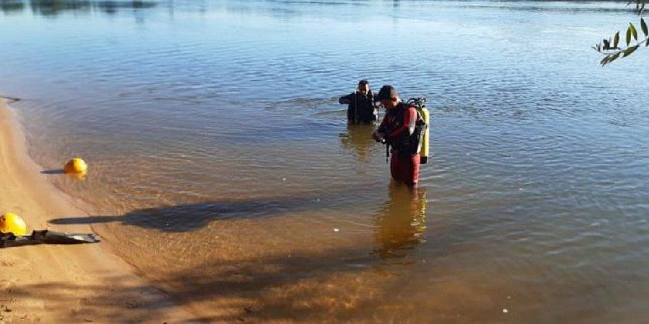 Pai consegue salvar filho de afogamento em rio mas, cansado, morre afogado