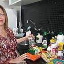 Para diminuir qualquer risco de contaminação Iracema passou a comprar mais produtos de limpeza e higiene por conta do coronavírus