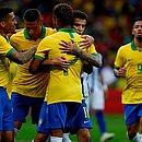 Jogadores da seleção comemoram vitória sobre Honduras em 2019