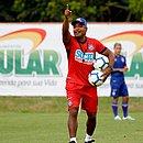 Roger Machado terá pouco tempo para preparar a equipe nos intervalo entre as partidas