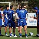 Enderson conversou bastante com o provável time titular que vai enfrentar o Paraná