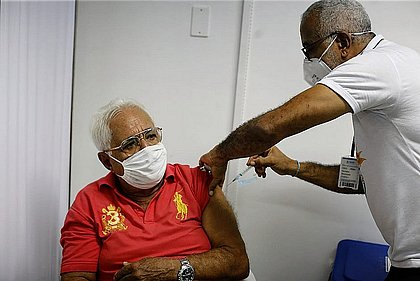 Com 60 mil novas doses, Salvador inicia vacinação para idosos com 66 anos ou mais