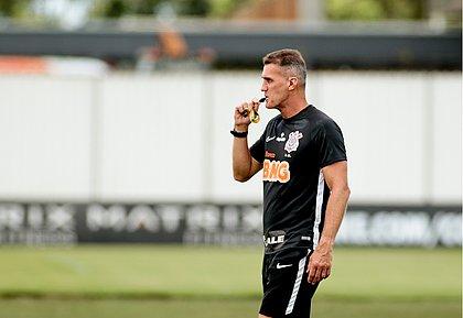Surto de covid retira dez jogadores do Corinthians de jogo contra o Bahia
