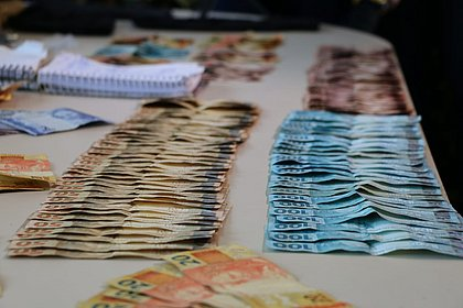 Polícia apreende R$ 100 mil em espécie em poder de traficantes na Bahia