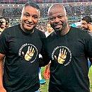 Roger e Marcão, técnico do Fluminense, juntos em ação contra o racismo quando os times se enfrentaram, em outubro