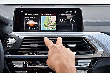 No país a central multimídia do Série 7, X5, X6 e X7 podem ser comandas com gestos. É possível atender chamadas e mudar estações, por exemplo