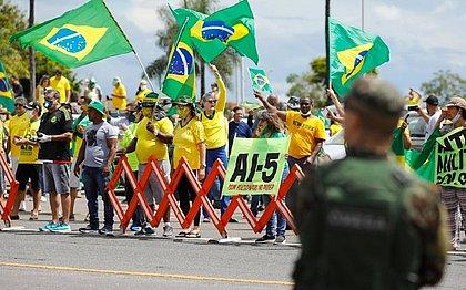 Deputados usaram dinheiro público para promover atos antidemocráticos, diz jornal