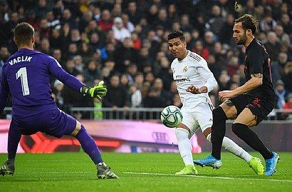 Casemiro marcando um dos seus gols