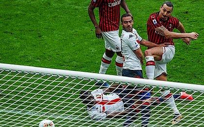 Ibrahimovic marca, mas Milan perde para o Genoa em casa