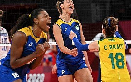 Na raça: seleção feminina de vôlei supera a Sérvia e lidera grupo em Tóquio