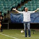 Mano Menezes durante o jogo contra o Defensa y Justicia
