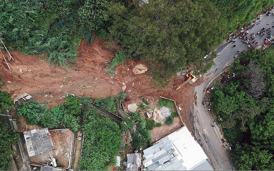 Temporais e deslizamentos deixam ao menos 30 mortos em Minas Gerais