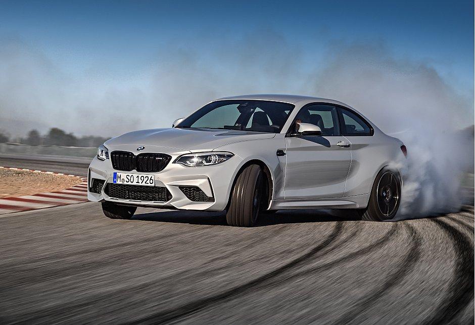 O BMW M2 Competition é equipado com um motor de seis cilindros em linha e tem tração traseira