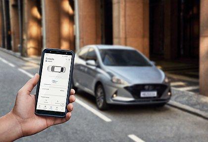 Vários veículos à venda no no Brasil aceitam comandos via aplicativos de smartphone. É possível dar a partida no motor e conferir o consumo, por exemplo