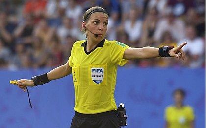 A francesa Stéphanie Frappart vai apitar a final da Supercopa entre Liverpool e Chelsea