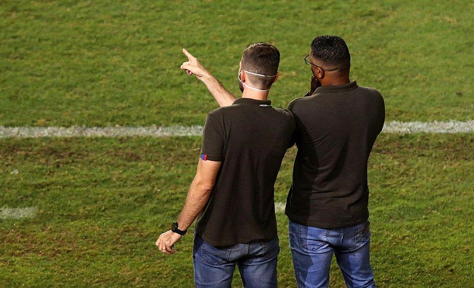 Roger analisa atuação do Bahia durante a vitória sobre o Coritiba