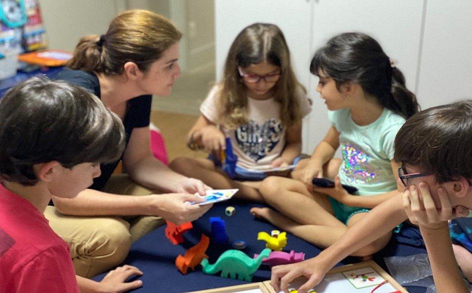 Fernanda aproveitou o isolamento social para curtir e estimular, ainda mais, os jogos e brincadeiras em família