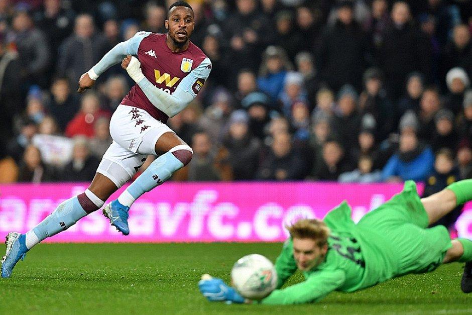 Jonathan Kodija marcou dois gols na goleada do Aston Villa por 5x0 sobre o Liverpool