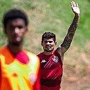 Léo Ceará (ao fundo), durante o treino do Vitória desta quarta-feira (30)