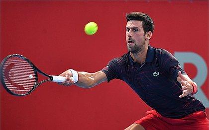 Djokovic brilha no saque e avança às quartas de final em Tóquio