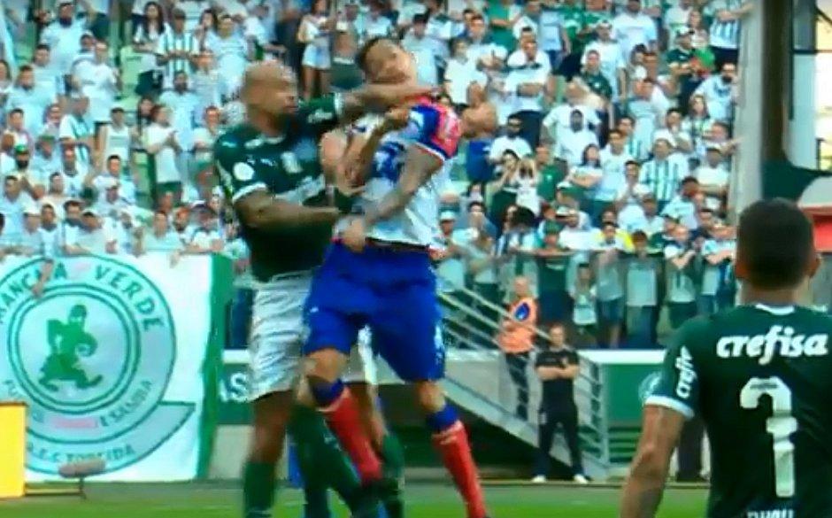 Felipe Melo acertou cotovelada em Lucca durante o empate entre Bahia e Palmeiras