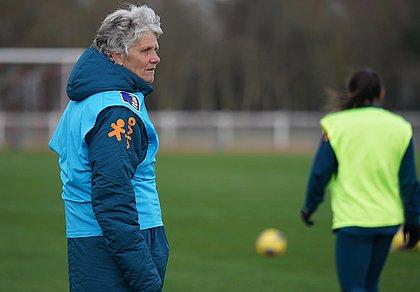 Pia é treinadora da seleção brasileira feminina