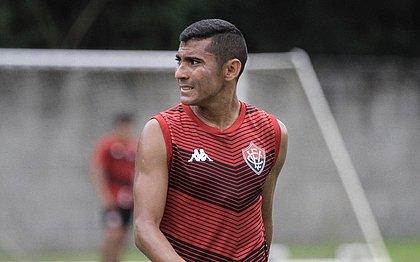 Juninho Quixadá treina na Toca do Leão