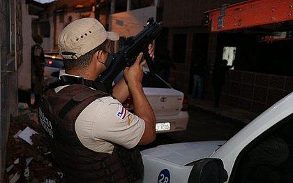 Operação contra foragidos cumpre 18 mandados de prisão e tem um suspeito morto