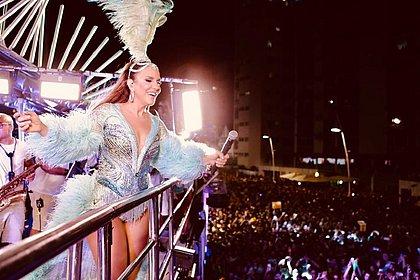 Com celebridades no trio, Ivete Sangalo arrasta multidão no circuito Dodô