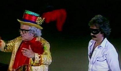 Roberto Carlos como o cantor mascarado