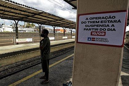 Após mais de 160 anos, Trem do Subúrbio encerra atividades; usuários se despedem