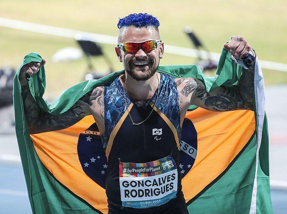 Vinícius Nascimento ganhou bronze nos 100m T63