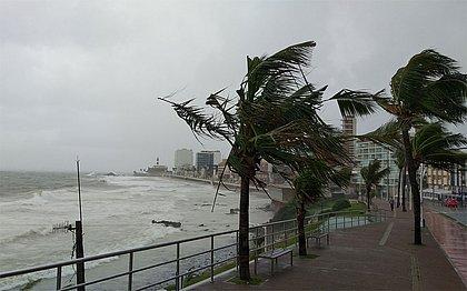 Bahia terá ventos de 74km/h e ondas de até 4 metros entre esta terça e quarta