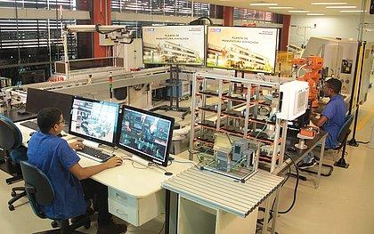 Laboratório de aulas práticas no SENAI CIMATEC