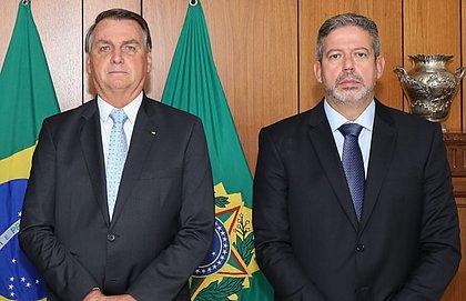 Bolsonaro é aconselhado a deixar país para Lira sancionar Orçamento, diz jornal